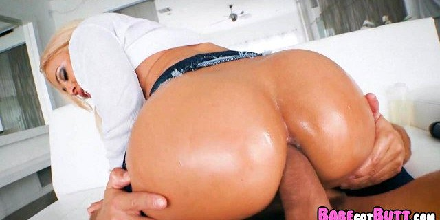 natural babe with a nice butt gets anal